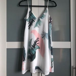 Dresses & Skirts - Cute Flowy Palm Print Dress from Miami Boutique